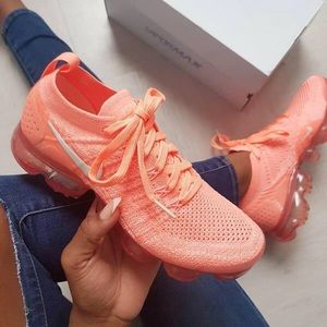 finest selection 7a67e 437cb RARE Nike Air VaporMax 2.0 Women's Size 7 Coral